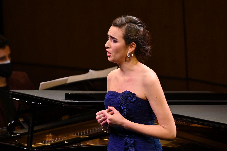 The Spanish mezzo-soprano Carmen Artaza wins first prize in the 58th Tenor Viñas Contest